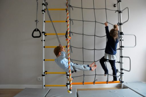 wall_mounted_pole_with_climbing_net_for_children